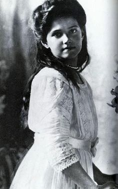 A beautiful portrait of Grand Duchess Marie.  Of all the Imperial children, it was said that Marie looked the most like her grandfather, Czar Alexander III, and this photo shows why.