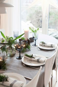 Town and Country Living: Farmhouse Christmas Dining Christmas Dishes, Nordic Christmas, Very Merry Christmas, Country Christmas, Christmas Time, Xmas, Christmas Table Decorations, Christmas Decor, Christmas Ideas