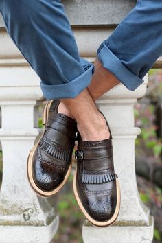 wing tip loafer things with no socks. (i wear loafer socks, but i like the look, just can't do sockless :P) Mode Shoes, Men's Shoes, Shoe Boots, Dress Shoes, Men Dress, Shoes Sneakers, Yeezy Shoes, Prom Shoes, Fall Shoes