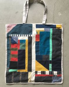 patchwork tote - no link Textiles, Sewing Hacks, Sewing Projects, Handmade Bags, Textile Art, Making Ideas, Purses And Bags, Sewing Patterns, Creations