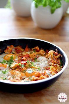 Szakszuka z cukinią i kalafiorem Bon Appetit, Curry, Food And Drink, Healthy Eating, Lunch, Healthy Recipes, Baking, Breakfast, Ethnic Recipes