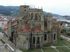 The monastery and quadrangle at Castro Urdiales, viewed from the castle. A lovely place, unless your name is Joe Delahunty or Anna Heuston.  In which case, leg it.