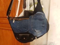 Hobo Packs, Old Jeans, Messenger Bag, Zipper, Purses, Trending Outfits, Leather, Bags, Pockets