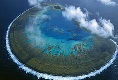 остров, потухший вулкан, океан, тучи, маленький оазис