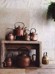 Brass/copper pots and kettles: Copper Pots, Copper And Brass, Antique Copper, Copper Accents, Copper Blush, Copper Kitchen Accessories, Kitchenware, A Table, Tea Pots