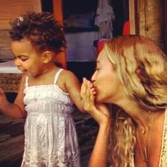 """Beyonce & Blue Ivy in """"Blue"""" music video"""