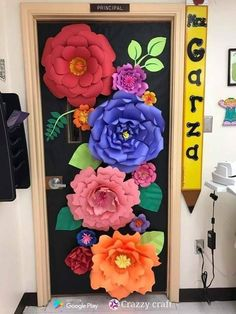45 brilliant diy classroom decoration ideas & themes to inspire you 17 ~ Design . Spring Bulletin Boards, Classroom Bulletin Boards, New Classroom, Preschool Classroom, Classroom Themes, Spanish Classroom Decor, Kindergarten, February Bulletin Board Ideas, Art Classroom Door