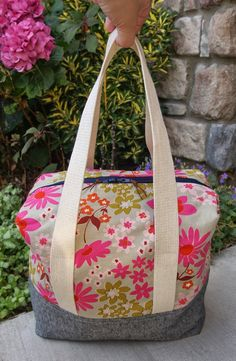 Overnighter Ellie Travel Case - larger version - free tutorial: Fabric Mutt