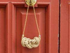 Collar de nudo marinero con cordón rústico...