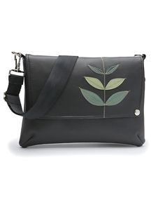QueenBee - Sprout Penelope bag - Cuuuute! Going to look for one of these while down in Portland next weekend