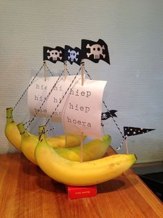 Banana Boat - # Banana boat Source by JeanetteRietveldGezonde Food Art For Kids, Animal Crafts For Kids, Pirate Birthday, Pirate Theme, Pirate Food, Kreative Snacks, Deco Fruit, Birthday Treats, Food Humor