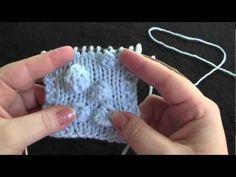 How to Knit Bobbles - YouTube: sie stellt verschiedene Versionen vor, wie Bobbles gestrickt werden können und wie verschieden diese dann im Strickstück aussehen. Super!