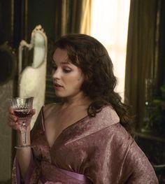 Rachel McAdams as Irene Adler in Sherlock Holmes (2009).