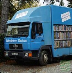 """Am Montag, dem 7. August 2017, nimmt der Bautzner Bücherbus nach der Sommerpause wieder an Fahrt auf. Dann trifft sein Motto """"Besuchen Sie uns! Wir kommen Ihnen entgegen!"""" auf noch mehr Nutzer zu."""