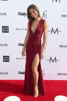 Helen Owen Photos - Model Helen Owen attends the Daily Front Row's Annual Fashion Los Angeles Awards at Sunset Tower Hotel on April 2017 in West Hollywood, California. Beautiful Legs, Gorgeous Women, Sexy Dresses, Nice Dresses, Fashion Models, Girl Fashion, Fashion Trends, Helen Owen, V Dress