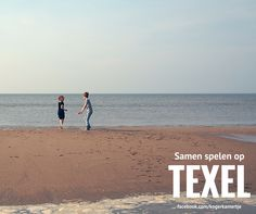 Samen spelen op het strand op Texel