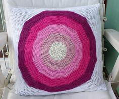 Cojín gran circulo rosa - hecho a mano por Priscilastore en DaWanda