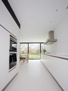 Hoeve   Keuken   Inspiratie   Hoeve met een nieuw accent – Ypsilon architecten strakke witte keuken