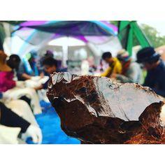 【earth_friends_camp】さんのInstagramをピンしています。 《十勝石で石器作り #EFC#camp#camping#festival#event#nature#forest#river#tree#wild#wilderness#cooking#hokkaido#キャンプ#フェス#イベント#北海道#自然#アウトドア#山#森#川#外遊び#EarthFriendsCamp #湧別#オホーツク#シーシャ#水タバコ#DownTheRiver#DTR》
