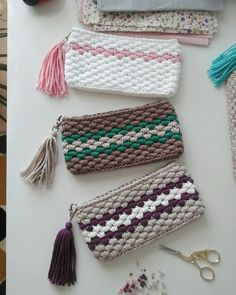 Marvelous Crochet A Shell Stitch Purse Bag Ideas. Wonderful Crochet A Shell Stitch Purse Bag Ideas. Crochet Clutch Bags, Crochet Wallet, Crochet Pouch, Crochet Handbags, Crochet Purses, Diy Crochet, Crochet Crafts, Crochet Projects, Crochet Backpack
