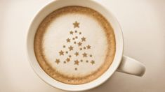 christmas tree , drawing on latte art coffee cup Coffee Latte Art, Cappuccino Coffee, I Love Coffee, Starbucks Coffee, Coffee Time, Morning Coffee, Coffee Shop, Coffee Lovers, Coffee Break