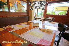 El día esta gris en #Donostia #SanSebastian así que hoy en el #vamosalbully la primera elección es si comer en el comedor o en la terraza... la segunda elección es tu menú que lo tienes en nuestra web vamosalbully.com