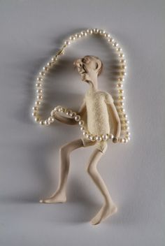 SILVIE ALTSCHULER -CANADA , necklace, wool, pearls, plastic, gold, 2006