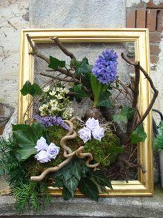 Creative Flower Arrangements, Floral Arrangements, Art Floral, Floral Design, Flora Botanica, Branch Decor, Frame Crafts, Nature Decor, Ikebana