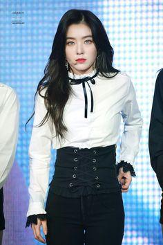 Imagem de irene, red velvet, and bae joohyun Seulgi, Kpop Girl Groups, Kpop Girls, Irene Red Velvet, Black Velvet, Red Valvet, Park Sooyoung, Stage Outfits, Chor