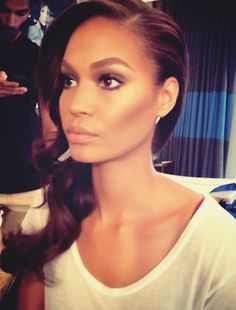 Lovely bronze makeup. Love the contouring.