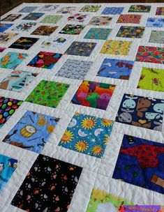 This quilt is a version of the I Spy quilt. I love the idea of using faces in all of the squares because babies respond to faces. There are 140 faces in this quilt!USE 2 SQUARES FOR MATCHING I Spy quilt - fun idea! i wish i could sew i would make one of t Quilt Baby, Colchas Quilt, Baby Quilt Patterns, Boy Quilts, Shirt Patterns, Patch Quilt, Clothes Patterns, Dress Patterns, Patchwork Quilting