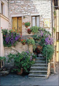 Rincón pintoresco en Spello, Perugia, Italia