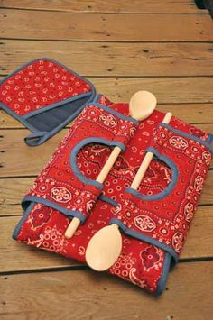 "CASSEROLE CARRY-ON PATTERN ~ Be the hit of the potluck supper! Put a 9"" x 13"" or 8"" or 9"" square dish in this insulated carrier with wooden-spoon handles. Pattern includes directions for the carrier and a potholder. LOVE the idea of using the wooden spoons for the 'handle', as you would need something to serve with, right? GENIUS!"