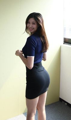 Sexy Asian Girls, Beautiful Asian Girls, Girls In Mini Skirts, Beauty Full Girl, Indian Beauty Saree, Sexy Dresses, Trending Outfits, Fashion Outfits, Vietnam