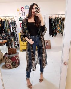Quimono longo e jeans - Mayara Rímolo (@luvmayblog) Classy Outfits, Boho Outfits, Casual Outfits, Fashion Outfits, Kimono Fashion, Fashion Pants, Black Kimono Outfit, Rockabilly, Rock And Roll