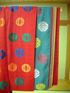 iro iro / various colours http://kakitutei.gozaru.jp/kyoto08may/murasaki/syozoku/utusemi.html
