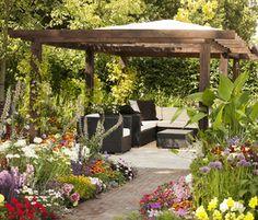 Modernia tyyliä puutarhaanjäseneltä Viherpiha