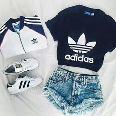 Adidas Jacke, dunkelblaues Adidas Hemd, weiße Adidas Superstars, Shorts – Stephanie Gomez – Join the world of pin Cute Casual Outfits, Sporty Outfits, Mode Outfits, Cute Summer Outfits, Winter Outfits, Casual Shorts, Stylish Outfits, Teenage Outfits, Teen Fashion Outfits