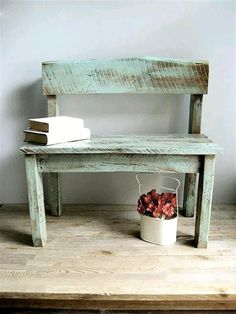 Distressed Patio Pallet Bench - 300+ Pallet Ideas and Easy Pallet Projects You Can Try - Page 10 of 29 - Pallets Pro