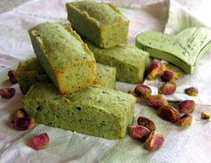 Financiers à la pistache - Seafood Recipes Healthy Cake Recipes, Dump Cake Recipes, Cake Recipes From Scratch, Homemade Cake Recipes, Sweet Recipes, Low Fat Cake, Different Cakes, French Desserts, Unique Cakes