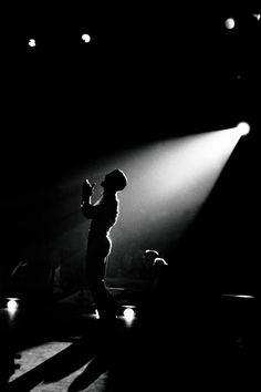 Sammy Davis Jr onstage at the Copa Room, Sands Hotel, by Bert Glinn, 1959 Sammy Davis Jr, Spot Lumiere, Sands Hotel, Intimate Photos, Stage Lighting, Lighting Ideas, Magnum Photos, Dean Martin, Light And Shadow