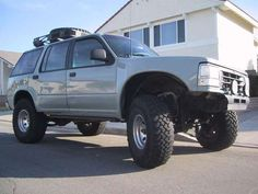 In this article, we will show you Ford Explorer 33 inch tires vs and tell which lift height is required to install them on your or generation model. Required tire size and and suspension spacer lift options. 16 Inch Rims, 35 Inch Tires, Lifted Ford Explorer, Off Road Parts, Off Road Wheels, Tyre Fitting, Ford 4x4, Offroad, Dream Cars