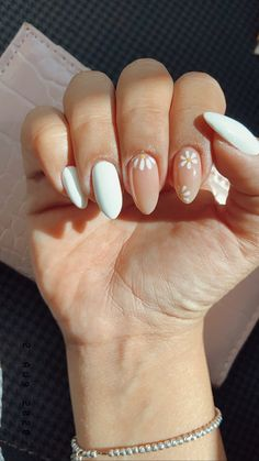 Pink Acrylic Nails, Gel Nails, Pastel Nail Art, Simple Acrylic Nails, Daisy Nails, Daisy Nail Art, Stylish Nails, Trendy Nails, Minimalist Nails