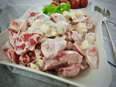Rajčatový salát se sýrem a zakysanou smetanou – Snědeno.cz Salad Recipes, Healthy Recipes, Greek Yogurt, Junk Food, Bon Appetit, Food Inspiration, Ham, Potato Salad, Food And Drink
