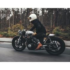 Honda CB750 by @hookieco  For more amazing  go to their website   #caferacer…