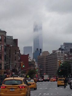 Herfst: One World Trade Center in de wolken