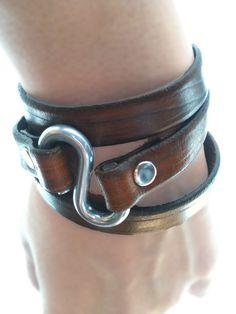 Leather Wrap Bracelet in Wood Grain Brown Diy Leather Bracelet, Leather Cuffs, Leather Jewelry, Metal Jewelry, Diy Leather Projects, Geek Jewelry, Gothic Jewelry, Jewelry Necklaces, Hook Bracelet