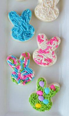 Need something fun for your Easter meal or your Easter baskets, these easy-to-make white chocolate bunny candies are sure to be a hit! Aren't these little bunnies cute?! I love all the bright…