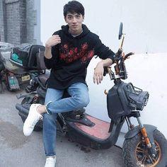 so cute #timmyxu #xuweizhou #weizhou #jingyu #johnny黄景瑜 #huangjingyu #Zhouzhou #heroinwebseries #addictedwebseries #yuzhou  #timmyandjohnny #许魏洲#许魏洲ZZ#黄景瑜 #guhai#BaiLuoYin