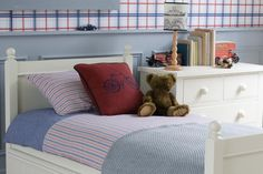 The dependable and classic Fargo single bed. Childrens Single Beds, Bed Mattress, Ivory White, Kid Beds, Bed Frame, Bedroom Furniture, Hardwood, Bedrooms, Traditional